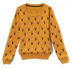 Sweterek w jelonki.