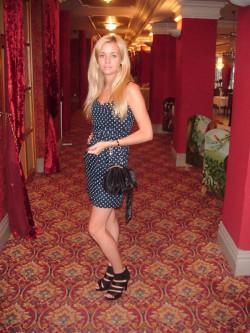 urodzinow- sukienka w groszki