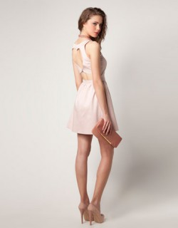 Sukienka Bershka z sercem na plecach