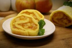 Rolada biszkoptowa z jabłkami