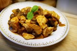 Filet z kurczaka z pieczarkami w pikantym sosie