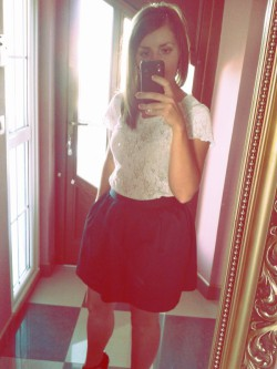 Koronka i rozkloszowna spódnica