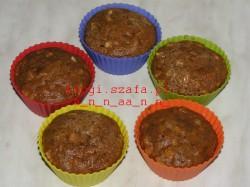 Pyszne cynamonowe muffinki z kawałkami jabłka