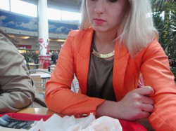 Neonowa Marynarka Outfit