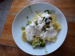 makaron z brokułami + sos z sera ricotta
