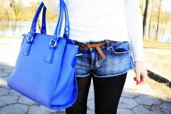 Stylizacja jeansowymi szortami