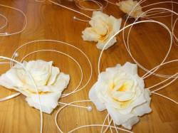 Róże ecru z ratanem
