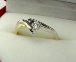 Jak wybrać pierścionek na zaręczyny?