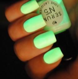 Neonowe paznokcie - HOT or NOT ?