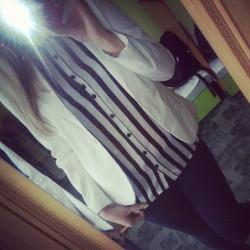 Biała marynarka + koszula w paski