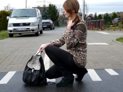 Sweterek ZARA i ćwiekowy plecak