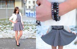 `Pepitkowa sukienka w stylizacji klasycznej