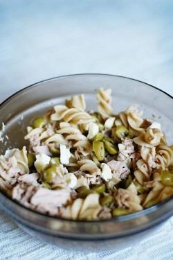 Alternatywa dla kanapki - sałatka makaronowa z tuńczykiem i oliwkami