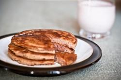 Bezglutenowe pancakes z daktylami - słodkie, choć bez cukru