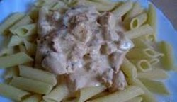 Rurki z sosem serowym i piersią