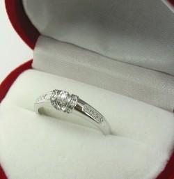 Jak zmierzyć palec pod pierścionek lub obrączkę?