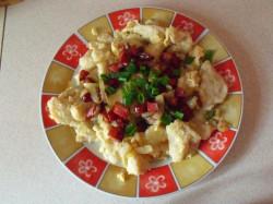 Kluski łyżką kładzone z kiełbasą i jajem:)