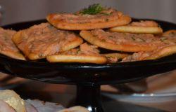 Pasta z makreli na krakersach