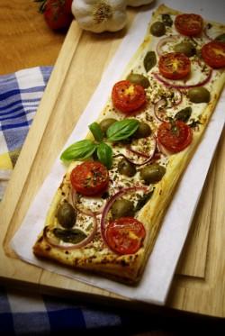 Domowy sposób na... tartę z fetą oliwkami i pomidorkami