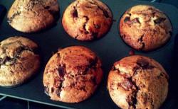 Proste babeczki z kawałkami czekolady