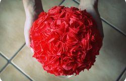 kula z bibuły róże