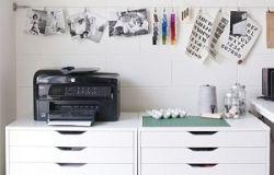 Jak zorganizować miejsce na drobiazgi w pokoju nastolatka?