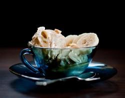 Domowe dwuskładnikowe wege lody - banan i masło orzechowe