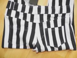 Z czym zestawić spodnie w paski?:)