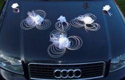 Dekoracja samochodu slub róże białe tablice w komplecie