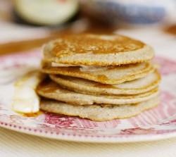 Gryczane pancakes z bananowym twarogiem