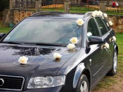 Dekoracja auta róże ecru