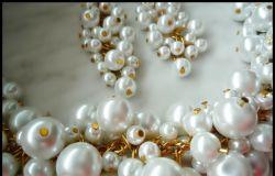 Komplet z białych pereł szklanych