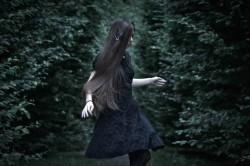 mroczna dziewczynka
