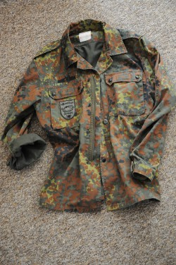 militarna kurtka jak nosić?