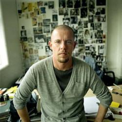 Alexander McQueen – nazwisko, które wzbudza w nas zachwyt i inspiruje.