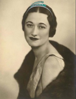 a'la Wallis Simpson