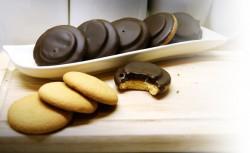 Domowe biszkopty z galaretką i czekoladą