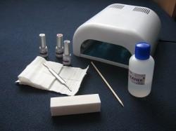 Manicure hybrydowy. Jak wykonać?