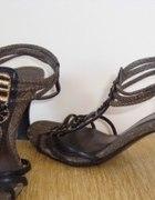 Brązowe buty letnie