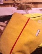 Żółta torba sztruksowa;]...