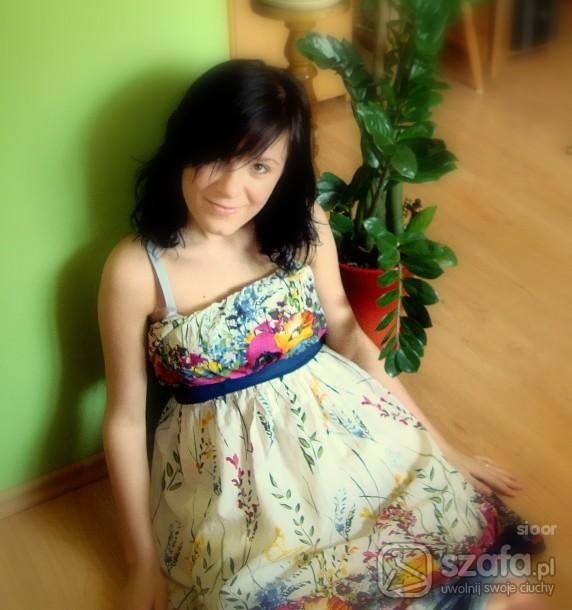 sukienka w kwiatuszki...
