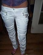 Sliczne biale spodnie