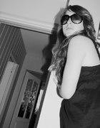 czarna sukienka okulary