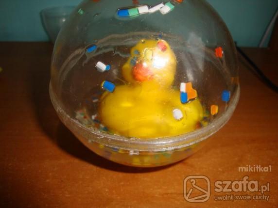 Zabawki plywajaca kaczuszka w pileczce