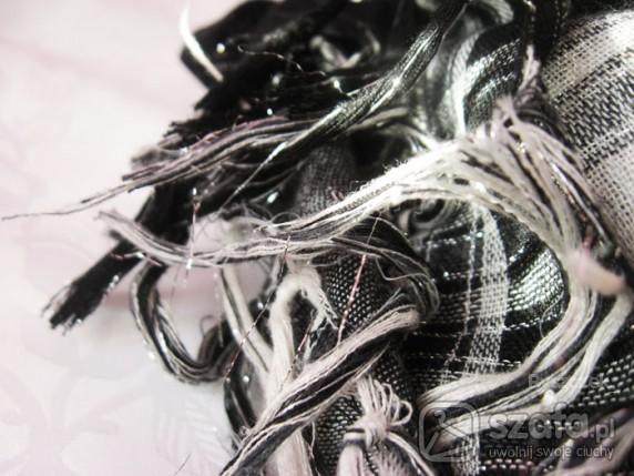 Chusty i apaszki Piękna czarno biała arafatka