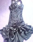 suknia czarna na studniówke ze srebrną nitka krótk
