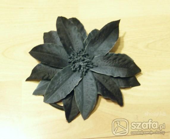 Pozostałe ozdobna gumka do włosów czarny kwiat