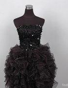 Słodka krótka czarna sukienka