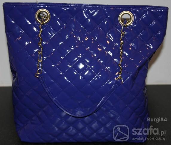 Niebieska torebka damska pikowana