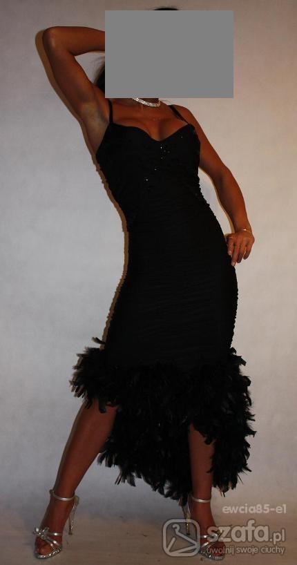 7744676657 Czarna suknia z piórami w Suknie i sukienki - Szafa.pl